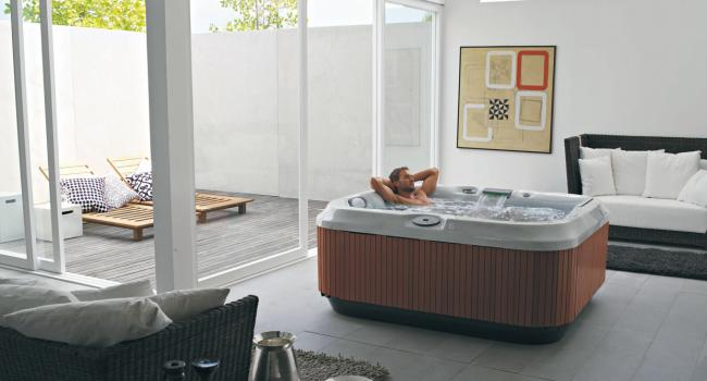 Jacuzzi® spa PREMIUM J-315 in the living room