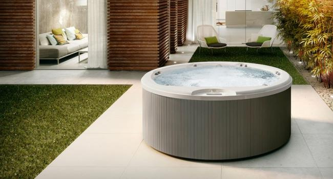 Jacuzzi® spa ALIMIA with a panel GRAPHITE in modern backyard