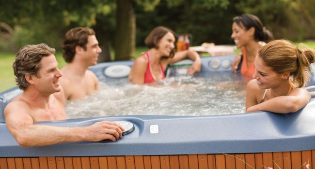 Jacuzzi® spa PREMIUM J-375 in the garden