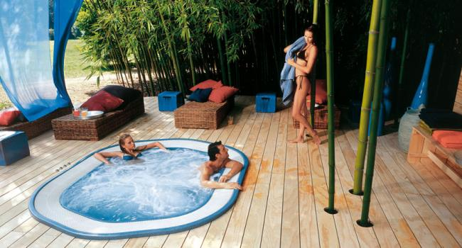 Overflow Jacuzzi® spa SIENNA outdoor